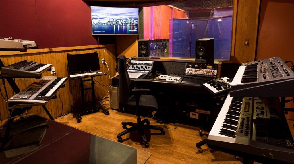 تصویر یکی استودیوی ضبط صدا