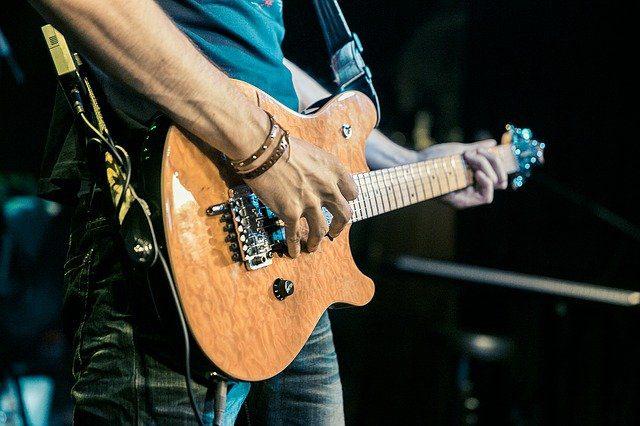 میکروفن گیتار برای اجرای زنده