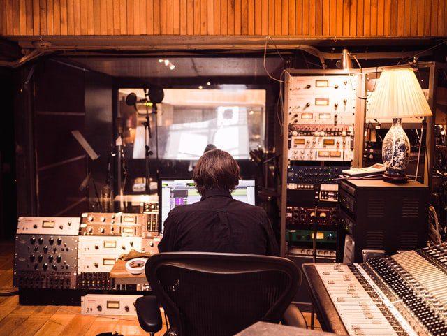 استودیو حرفه ای