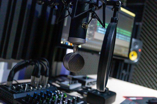 میکروفن برای ضبط پادکست چی خوبه؟