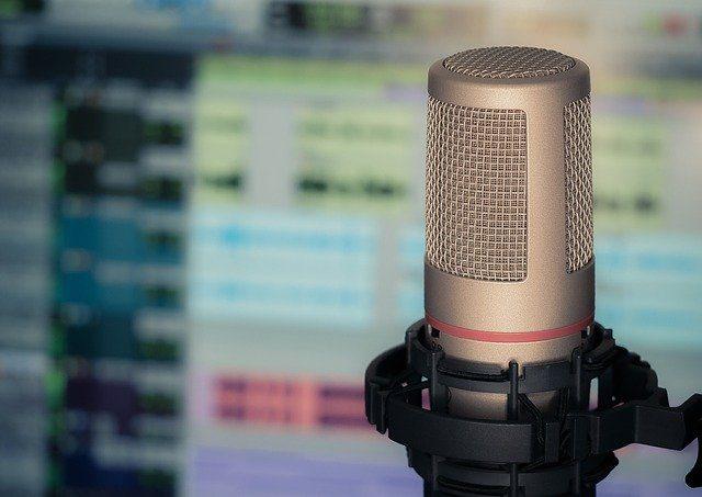 چه میکروفنی برای ضبط پادکست مناسب است